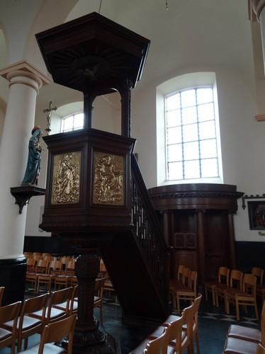 Assenede Koning Albertstraat zonder nummer Preekstoel van de parochiekerk Heilig Kruis en Onze-Lieve-Vrouw