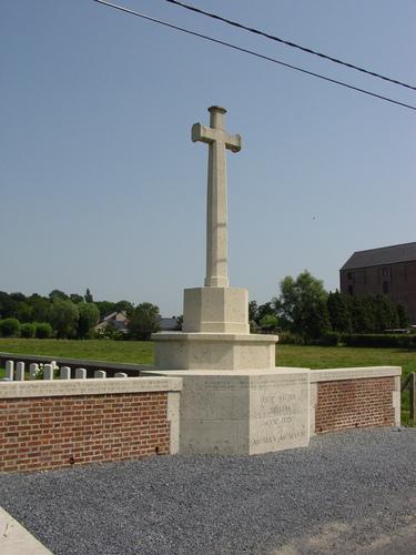 Vlamertinge: Hop Store Cemetery: Cross of Sacrifice