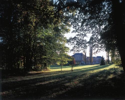 De voorzijde - oorspronkelijk achterzijde - van het kasteel van Zuurbemde