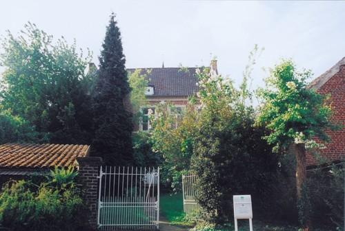 De achterzijde van de pastorie van Opvelp in 1999