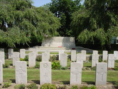 Vlamertinge: Vlamertinghe Military Cemetery: Stone of Remembrance