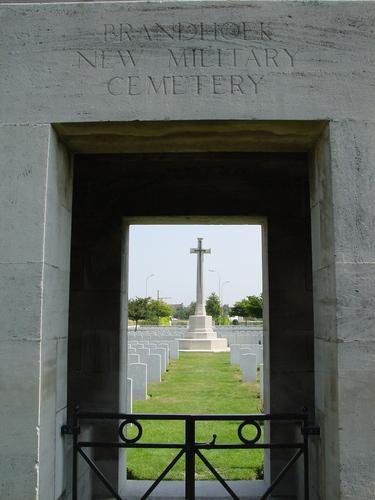 Vlamertinge: Brandhoek New Military Cemetery: toegang