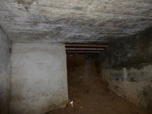 Maasmechelen Steenweg naar As Duits oefenterrein: bunker 6 manschapsbunker binnenkant