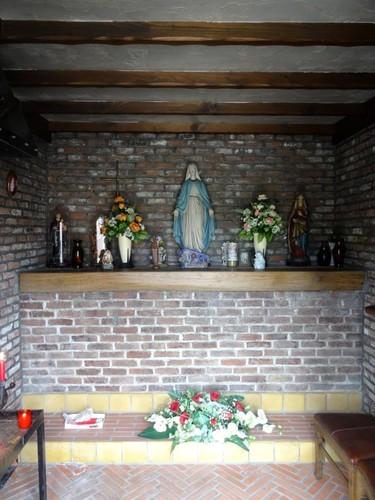 Waasmunster Oudeheerweg-Ruiter zonder nummer Interieur van de kapel Onze-Lieve-Vrouw van Bijstand