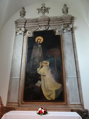 Sint-Martens-Latem Dorp zonder nummer Schilderij Maria ontvangt de rozenkrans uit handen van Heilige Dominicus door G. van de Woestijne