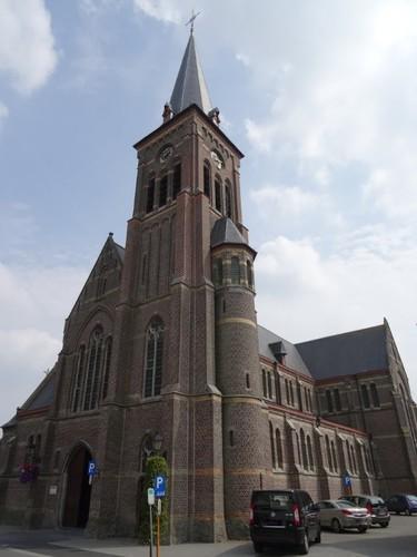 De Pinte Pintestraat zonder nummer Noordwestzijde van de parochiekerk Sint-Niklaas van Tolentijn
