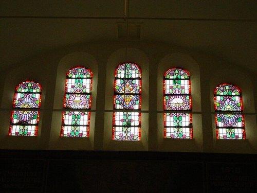 Brielen: kerk: glasraam
