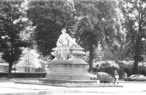 Oudenaarde Tacambaroplein monument
