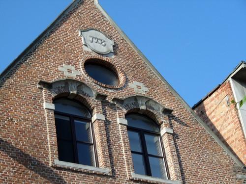 Mechelen Adegemstraat 85-87 Jaartal op de cartouche in de top