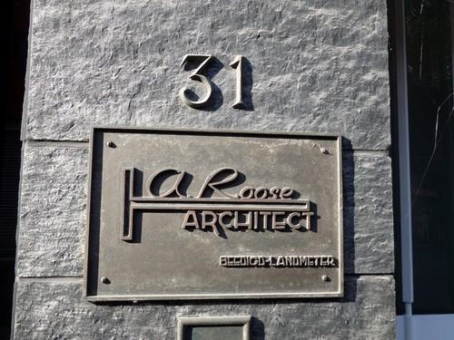 Mechelen Adegemstraat 31 Naambord van architect Roose op zijn woning