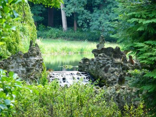 Kampenhout, Balkestraat, rotsvijver in park bij kasteel van Wilder
