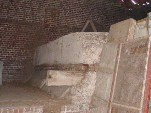 Brielen: Bibge Cottage: Britse betonconstructie
