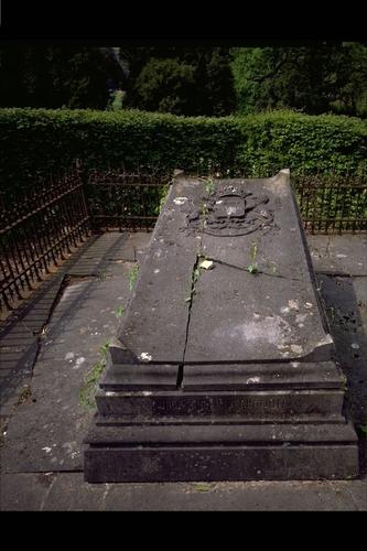 Lovenjoel Stationsstraat Familie de Spoelberch graftombe aan de Sint-Lambertuskerk