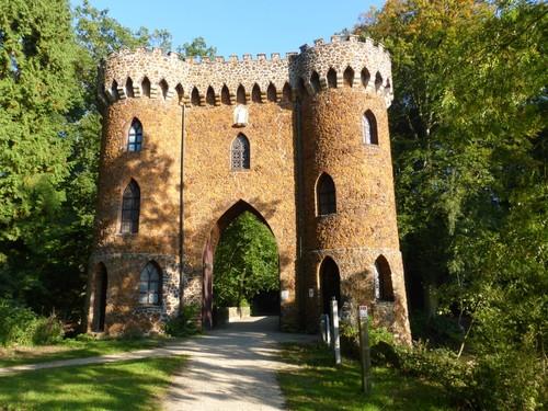 Brug en toegangspoort tot kasteel