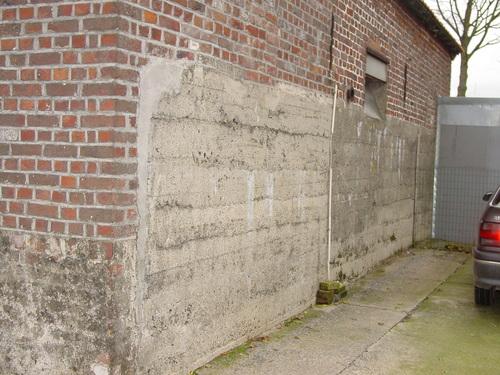 Elverdinge: Elzendammestr 6: ingebouwde bunker