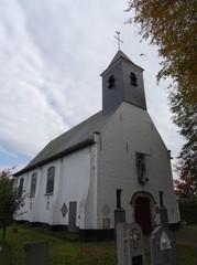 Parochiekerk Sint-Jan-Baptist en kerkhof