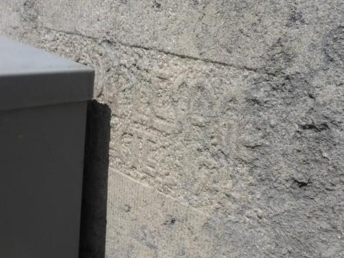 Overijse Solheide 2  Onleesbare naamsteen architect
