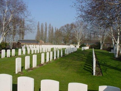 Boezinge: Minty Farm Cemetery: overzicht