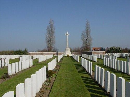 Sint-Jan: New Irish Farm Cemetery: Cross of Sacrifice