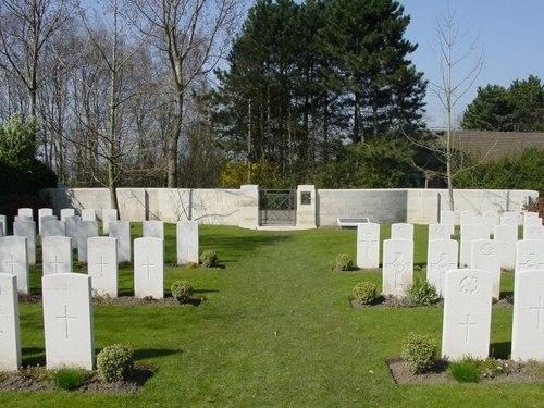 Sint-Jan: Oxford Road Cemetery: toegang