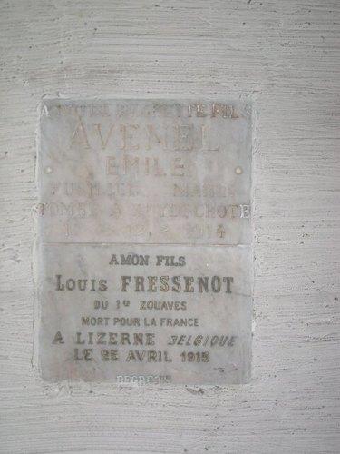 Zuidschote: kerk: gedenkplaten Avenel & Fressenot