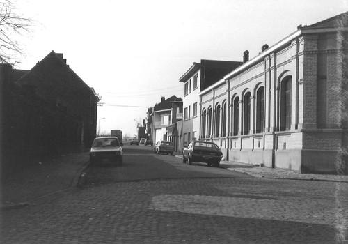 Halle Victor Baetensstraat, Halle Baron Jacquesstraat, zijstraat van het Oudstrijdersplein