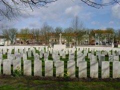Ieper: Ypres Reservoir Cemetery (https://id.erfgoed.net/afbeeldingen/2349)