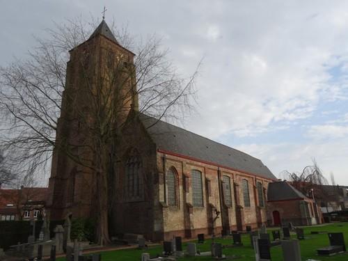 Sint-Laureins Dorpsstraat 107 Parochiekerk Sint-Laurentius met omringend kerkhof