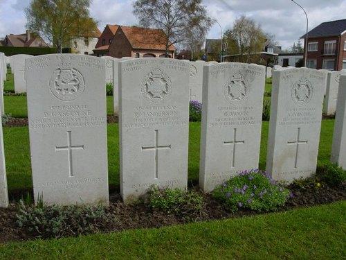 Sint-Jan: La Brique Military Cemetery No 2: special memorials