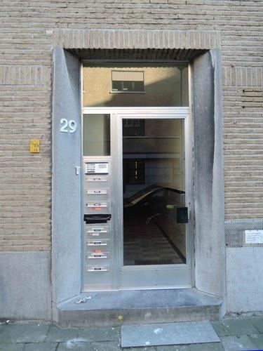 Antwerpen Volhardingstraat 22-24 zijgevel deur