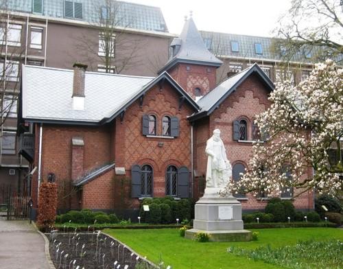 Antwerpen Leopoldstraat 24 hovenierswoning en standbeeld