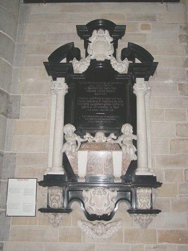 Ieper: kathedraal: gedenkplaat Delaere