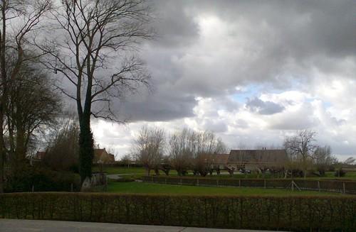 Haringeplein twee hoeves in dorpsgezicht rond de kerk
