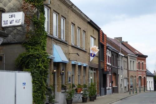 Ninove Meerbeke  Omgeving Parochiekerk Gemeentehuisstraat