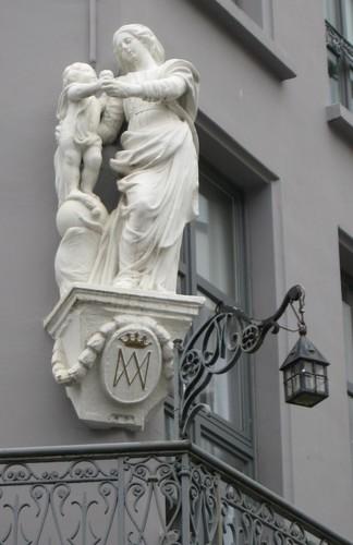 Antwerpen Lange Klarenstraat 1 Mariabeeld