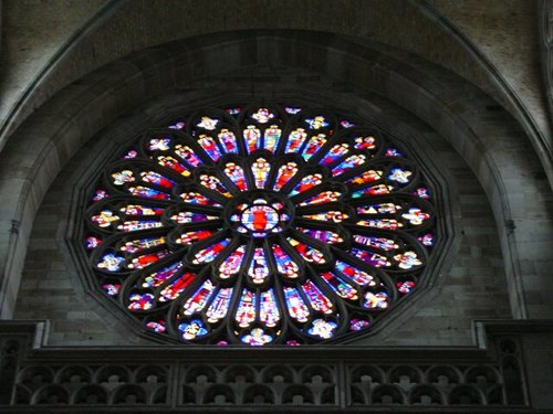 Ieper: kathedraal: roosvenster Albert I