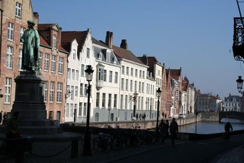 Brugge Jan Van Eyckplein en Spiegelrei