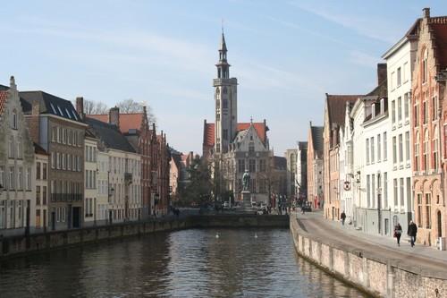 Brugge Jan Van Eyckplein Spiegelrei en Spinolarei