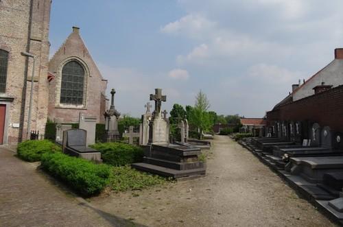 Zomergem Oostwinkeldorp zonder nummer Kerkhof bij de parochiekerk Sint-Jans-Onthoofding