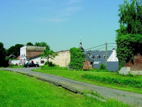 Restanten van de door graaf van der Dilft rond 1840 gebouwde oranjerie bij de ommuurde moestuin van het Kasteel van Rattendaal.