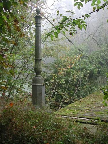 Detail van de tuinbrug in het kasteelpark Groenendael.