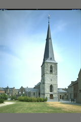 Parochiekerk Sint-Odolphus met sacristie en kloostergang