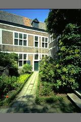 Hasselt Zuivelmarkt Zonder Nummer Begijnhof (https://id.erfgoed.net/afbeeldingen/24423)