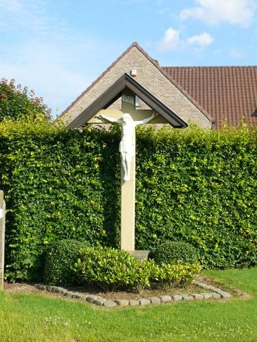 Kruishoutem St. Elooiskeer zonder nummer Monumentaal kruis
