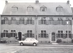 Twee neotraditionele huizen
