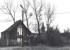 Sacristie en kerkhof van de gesloopte Onze-Lieve-Vrouw Hemelvaartkerk