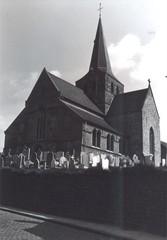Parochiekerk Sint-Walburga met kerkhof