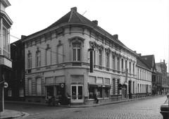 Neoclassicistisch hoek- en rijhuis