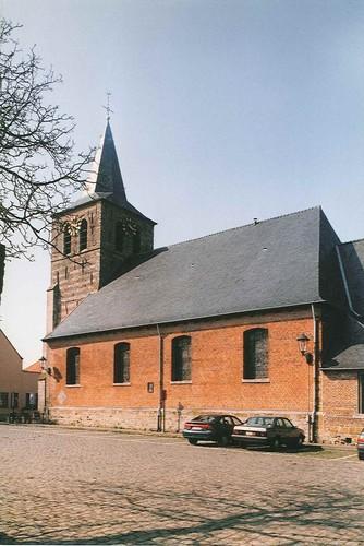 Brakel Elst St. Apolloniaplein kerk