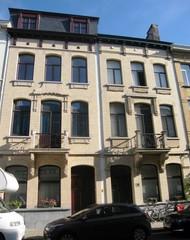 Twee meergezinswoningen met art-nouveau-inslag